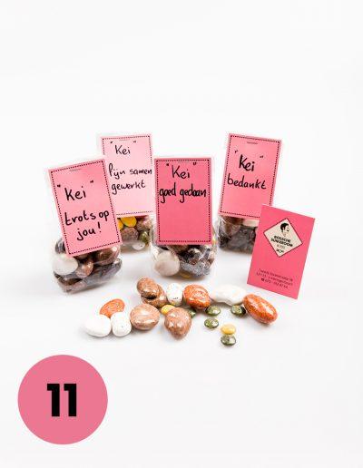 """Zakje """"keien"""", keien gevuld met rozijnen, chocolade, mint, drop, een verrassing omhuld met een suikerlaag. De """"keien""""tekst is eventueel naar wens aan te passen €3,50"""
