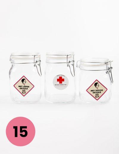 Glazen potten 1liter €7,=/ 0,75liter €6,50 voorzien van een sticker met ; gevuld met liefde, met succes gevuld of met het beste medicijn voor.... (nader in te vullen)opschrift